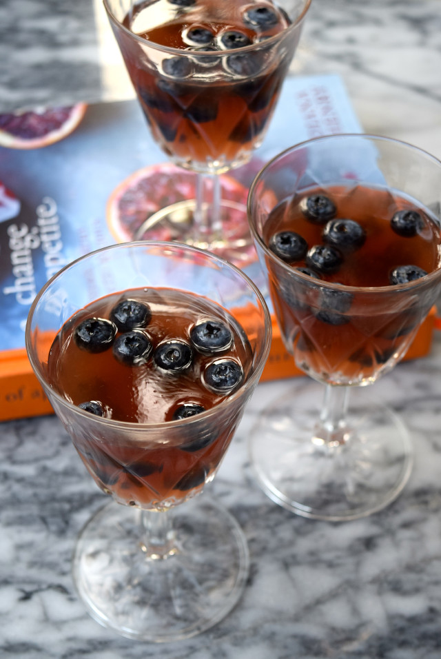 Gin and Tonic Jellies with Blueberries | www.rachelphipps.com @rachelphipps