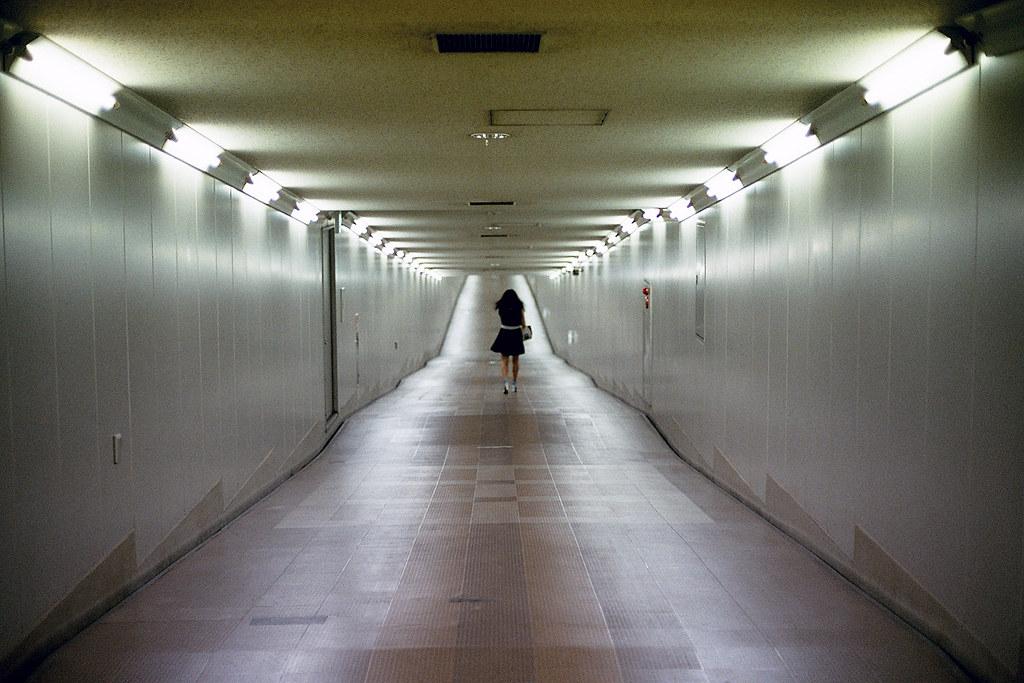 """機場隧道 東成田駅 芝山千代田 Shibayama-Chiyoda 2015/08/11 從東成田駅出發的時候沒有發現這個機場隧道,所以繞了很遠的路。回機場的時候至隧道直接通到第二航站。  Nikon FM2 / 50mm FUJI X-TRA ISO400  <a href=""""http://blog.toomore.net/2015/08/blog-post.html"""" rel=""""noreferrer nofollow"""">blog.toomore.net/2015/08/blog-post.html</a> Photo by Toomore"""