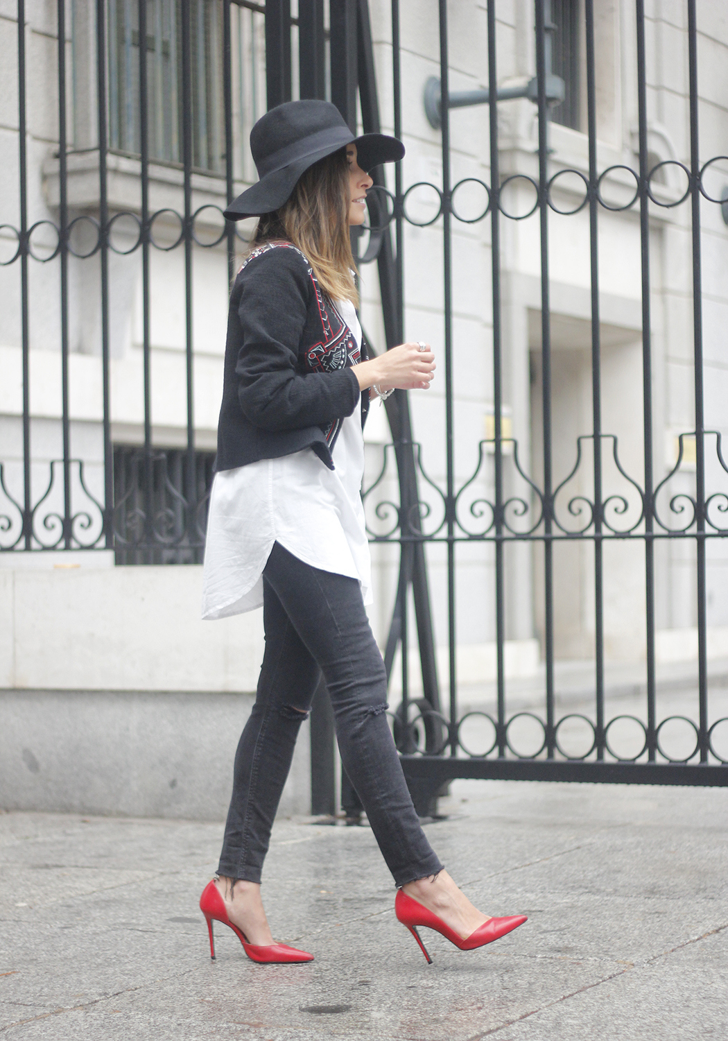embroidered jacket black ripped jeans hat parfois red shoes outfit01