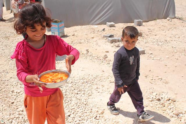 難民小孩端午餐