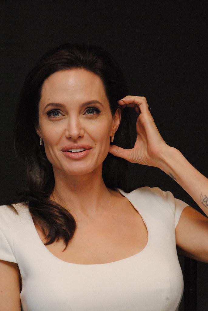 Анджелина Джоли — Пресс-конференция «Несломленный» 2014 – 102