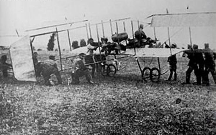 Απογείωση του διπλάνου του Δημήτριου Kαμπέρου, 1912-1913, Πηγή φωτογραφίας: Wikipedia