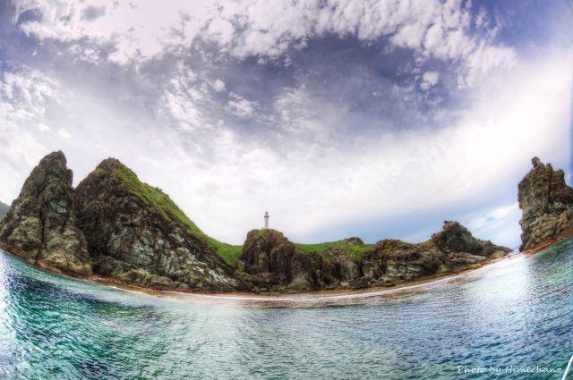 御神崎灯台の岩たちは台風の影響受けず。