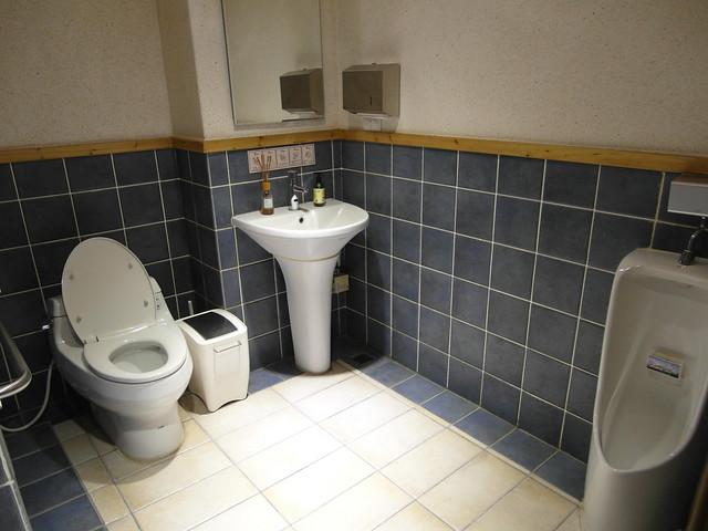 廁所迴轉空間大,有扶手@棉花田有機餐廳