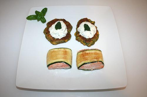51 - Zucchini coated salmon with polenta corn pankcakes & mint tzatziki - Served / Lachs im Zucchinimantel mit Polenta-Mais-Talern & Minz-Tzatziki - Serviert