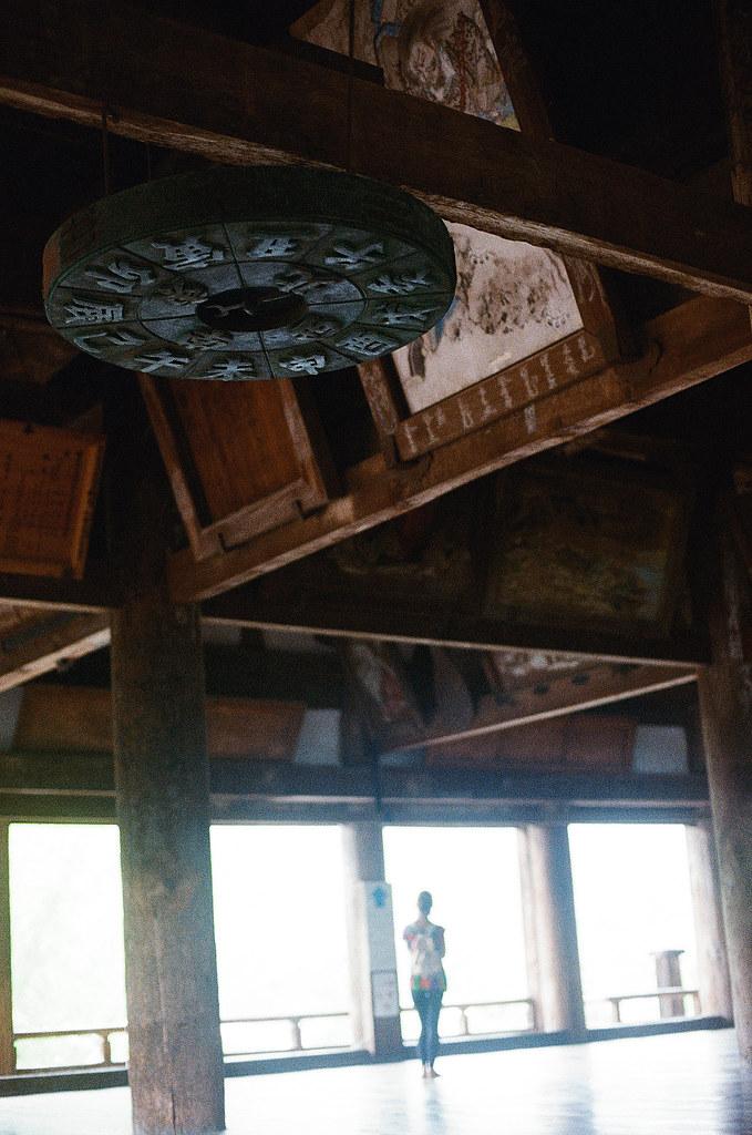 地支 豊国神社 嚴島神社 嚴島(Itsuku-shima)広島 Hiroshima 2015/08/31 上面有東南西北與地支。  Nikon FM2 / 50mm Kodak UltraMax ISO400 Photo by Toomore
