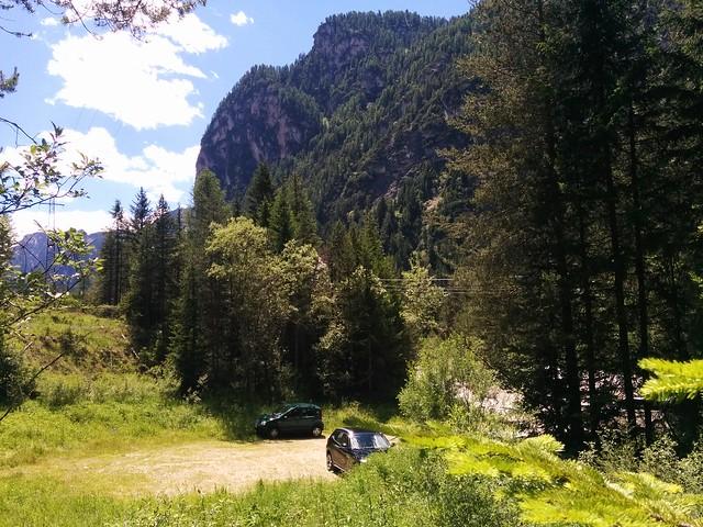 Abstieg Birkenscharte, wir erreichen den kleinen Parkplatz in Toblach