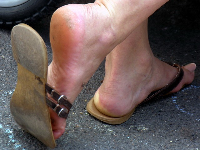 Mature latin MILF friend is shoeplaying with her well worn stinky and sweaty leather flipflops sandals, showing her long toenails and her sexy rough and slightly dirty heels and soles
