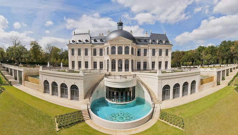 Дом в стиле дворца Людовика XIV