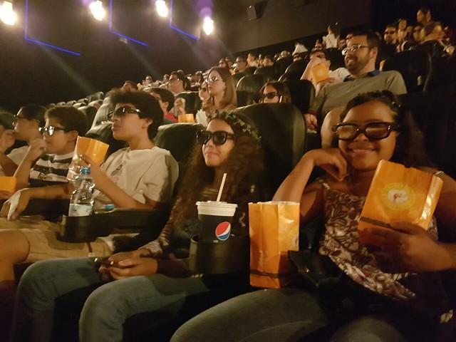 Cinema, pipoca e muita diversão na manhã de sábado, em homenagem às crianças