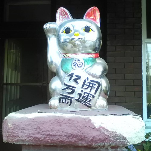 Maneki neko on Ossington #toronto #cats #manekineko #ossingtonavenue #ossington #statues #catsofinstagram