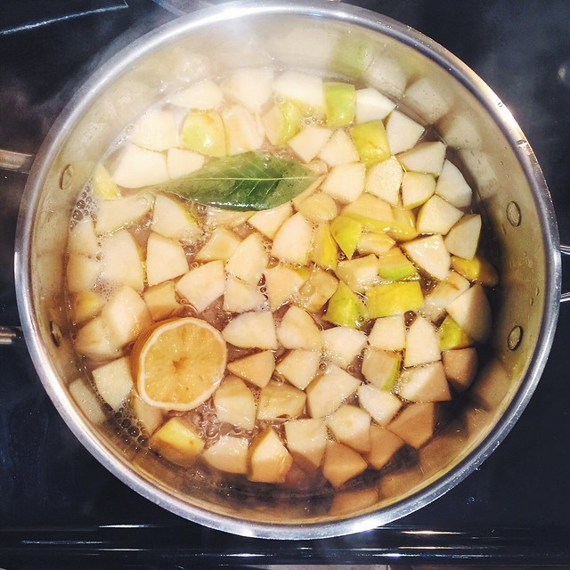 Cotognata - quince jam in the making