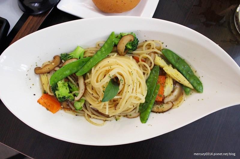 21784214014 8d414d5f28 b - 熱血採訪。台中南區【遇見 pasta . 和食】日式、義式料理都吃得到,素食可,下午茶時段享85折優惠,近中興大學、國資圖圖