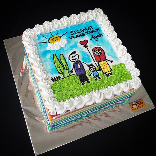 Yang ultah sebenarnya si bapak, tapi mintanya digambari kartum keluarga bahagia. Beginilah jadinya.  #rainbowcake #dapursolia #paiton #besuki #kraksaan #probolinggo #onlinecakeshop   Http://dapursolia.blogspot.com/ WA 0811354270 Pin BB: 7CE2E0C6 FB: dapur