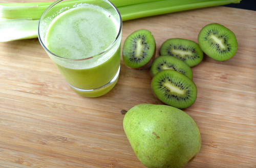 Kiwi-and-Pear-Green-Juice