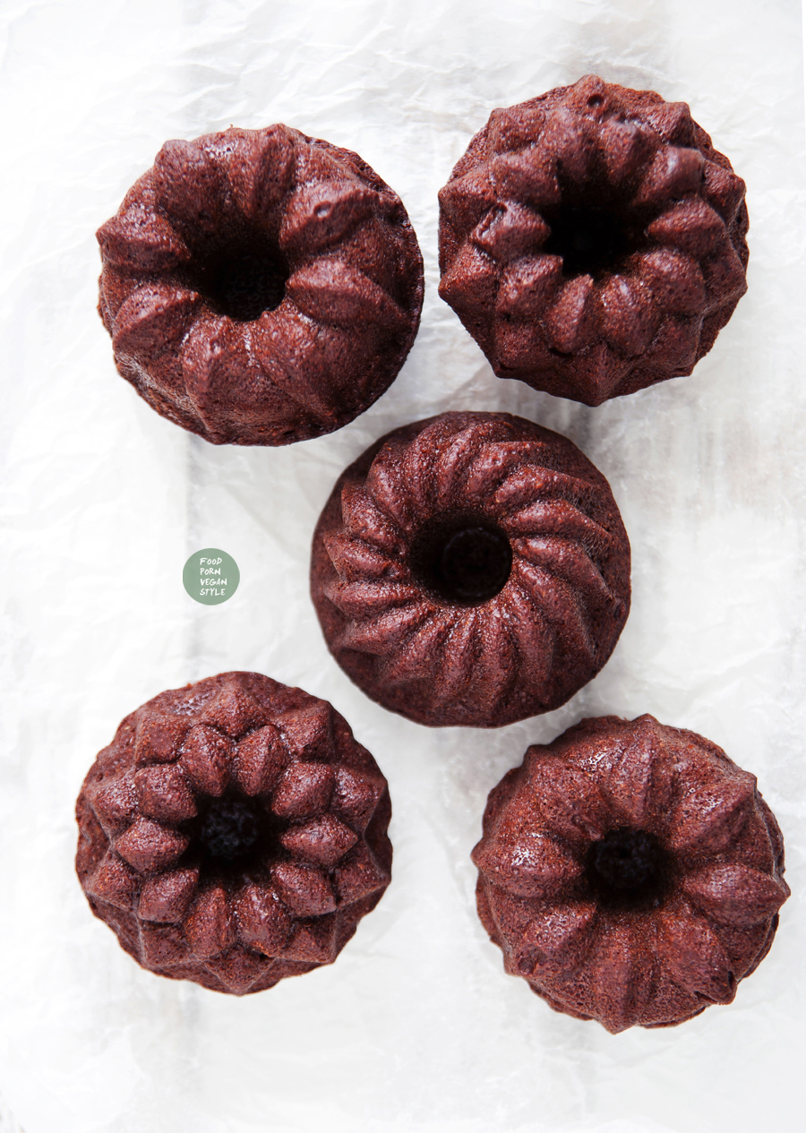 Vegan gingerbread mini bundt cakes with soy protein from purya