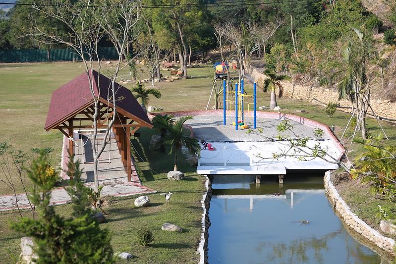 兒童遊戲場與草皮
