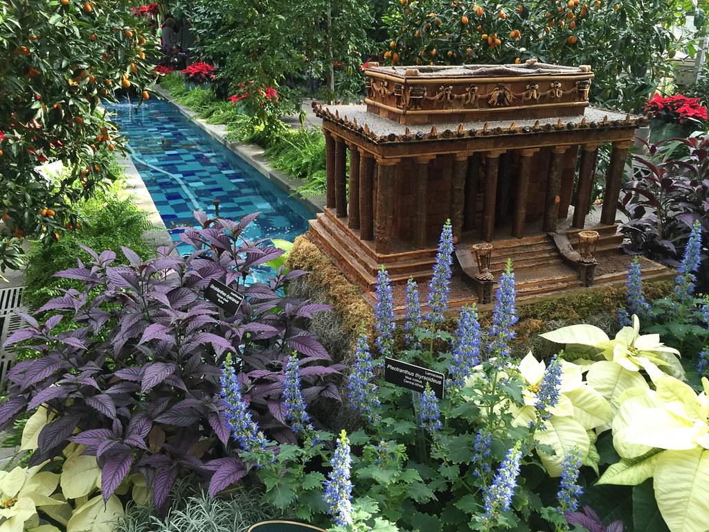 Mini Lincoln Memorial at U.S. Botanic Garden