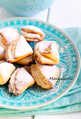 Cookies coated with icing sugar