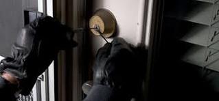 Conversano- ladri rubano auto e in appartamento