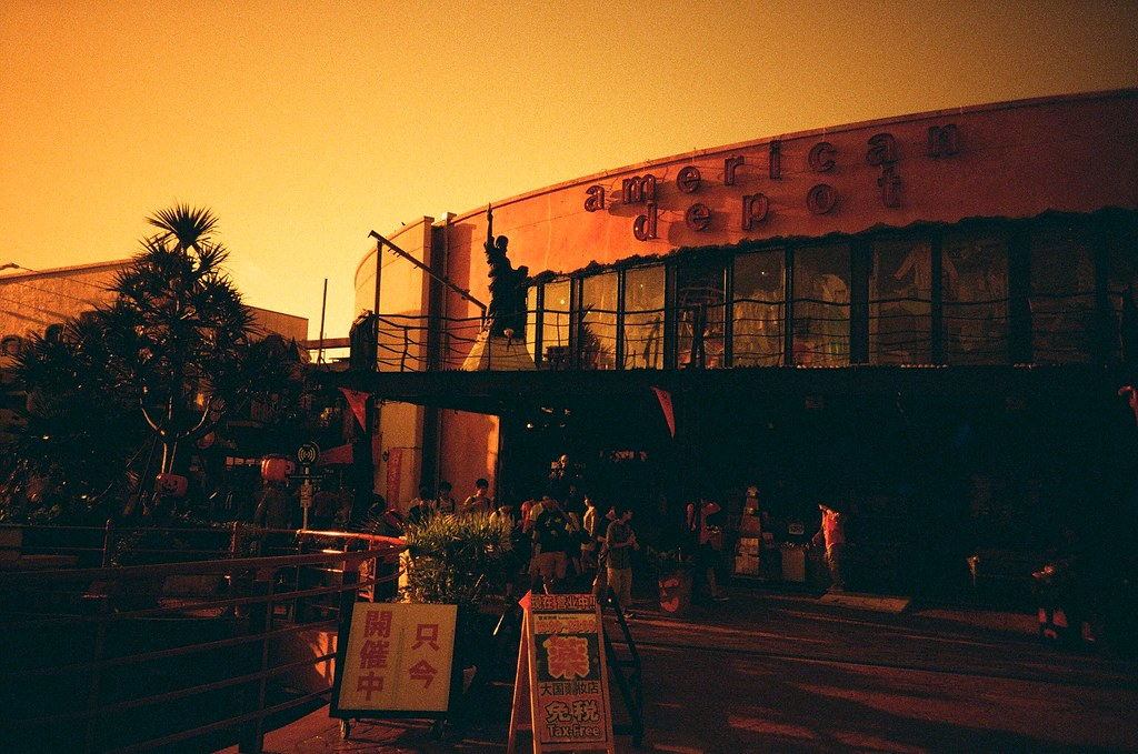 Okinawa / Redscale / Lomo LC-A+ 沖繩,美國村。  Lomo LC-A+ Lomography Redscale XR 50-200 35mm 2506-0021 2015/10/27 Photo by Toomore