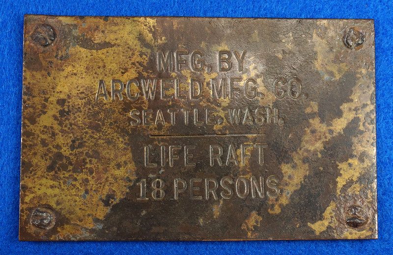 RD12929 Vintage Brass Plate Arcweld Mfg. Co. Seattle Wash. Life Raft 18 Persons DSC06600