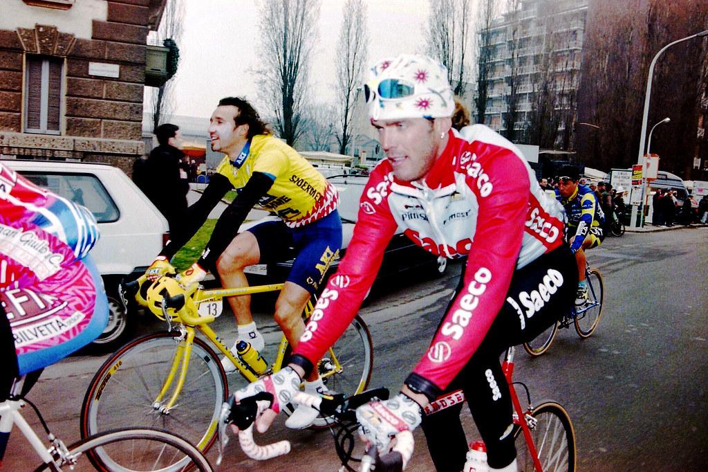 Gianluca Gorini durante la Milano - Sanremo con Mario Cipollini