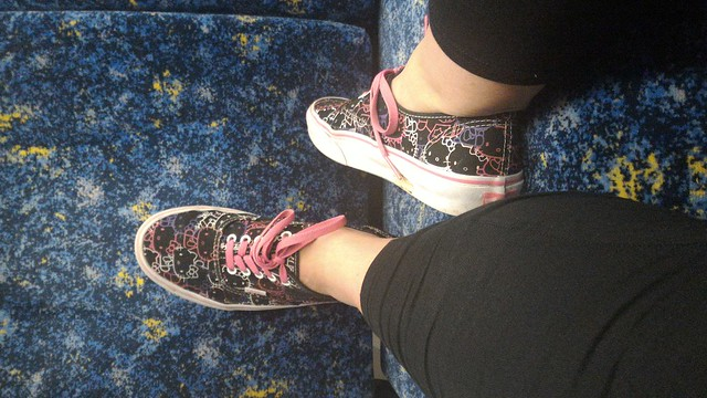 train hello kitty shoes