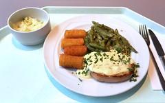 Pork steak with sauce bernaise, green beans &…