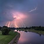 28. Juuli 2014 - 21:08 - Lightning show over Wielkopolska (Greater Poland) July 28, 2014 5 photos x 2 seconds of exposure. Follow me on my Facebook Page Piorunująco 28 lipca 2014 w godzinach wieczornych nad Wartą. Zlepek pięciu zdjęć z 2-sekundowym naświetlaniem tego samego kadru wykonane w odstępach kilkudziesięciu sekund