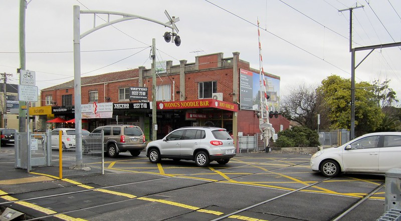 Cars queuing across rail lines, Bentleigh