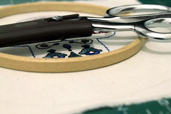 Scissors and embroidery hoop - Misericordia