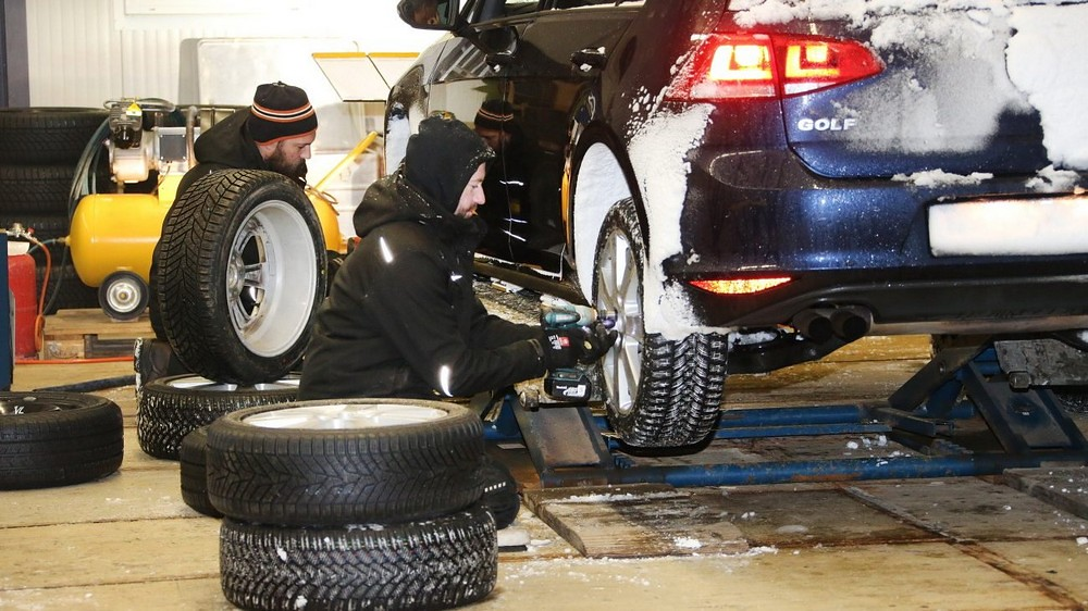 Тест на зимски гуми на клубот АДАК