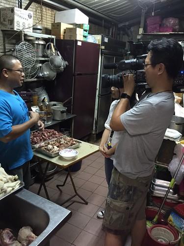 不論藍綠,只問牛肉-全台灣最好吃的高雄小王牛肉麵,連王永慶、郝龍斌、陳菊都說讚!_媒體採訪1