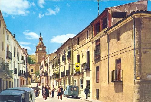 Huete: calle de la Plaza= Plaza Street= Rue de la Place