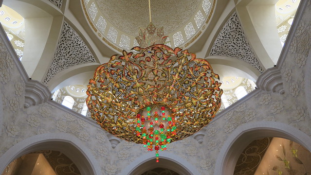 sheikh zayed mosque chandelier in gols