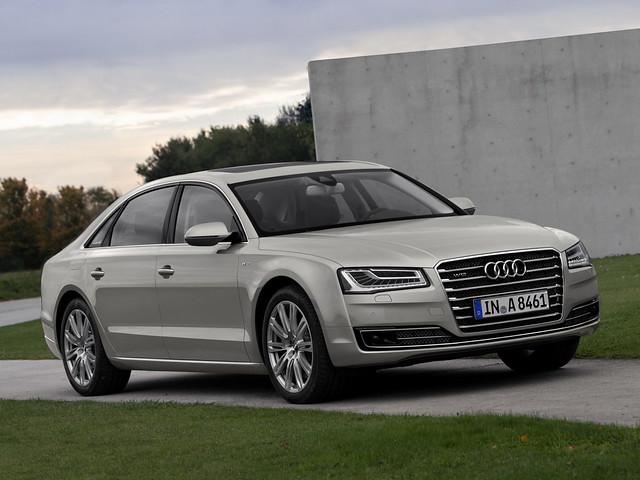 Серая Audi A8