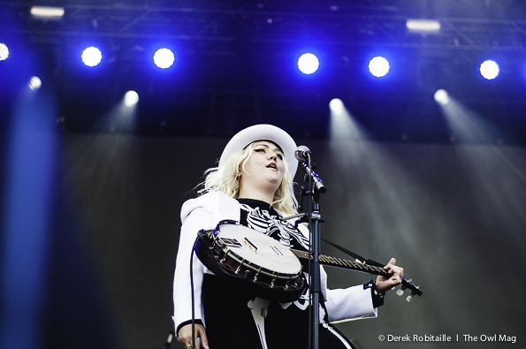 Elle King @ 2015 Squamish Valley Music Festival, Squamish BC 08-09-2015 10