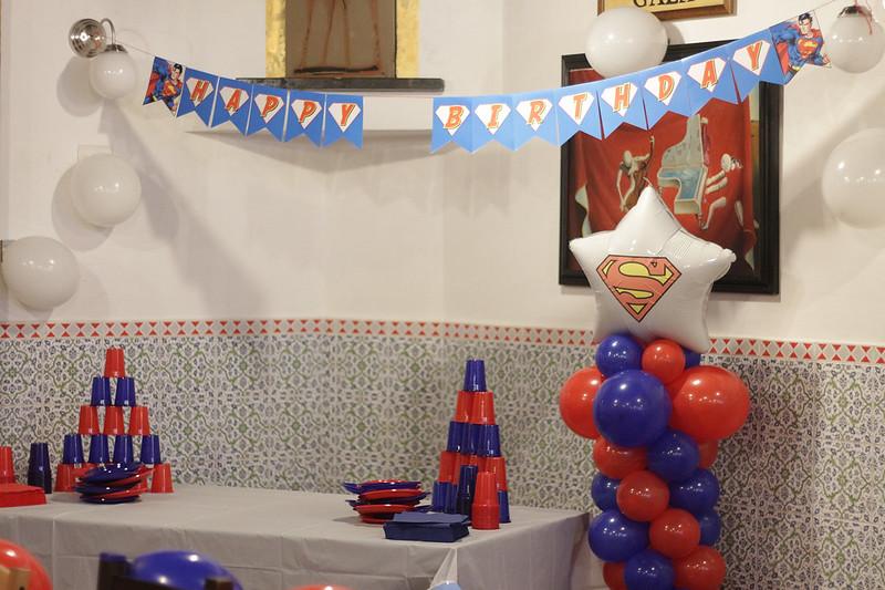 Festa tema superman - tavolo per i, taglio della torta