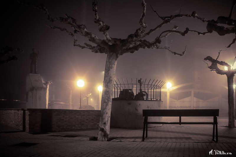 Santa Maria del Páramo: Noche de Niebla - Plaza del Labrador