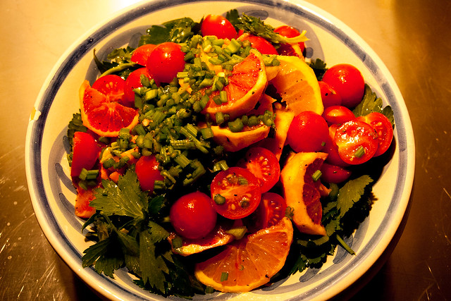 葉セロリと柑橘とトマトのサラダ