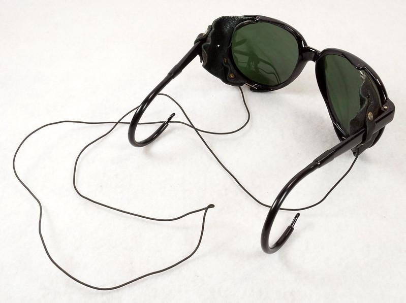 RD14855 Vintage 70s 80s Aviator Ski Motorcycle Sunglasses Black with Leather Side Shield Nylon Frame Japan DSC06465