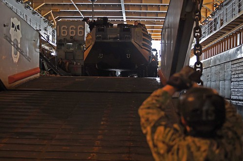Ashland Arrives in Okinawa and Offloads 31st MEU