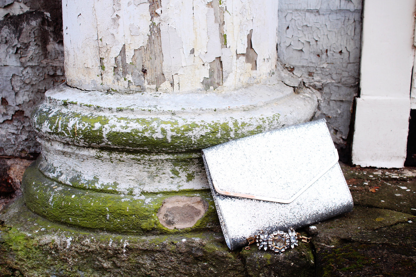 Sparkly clutch with glitters