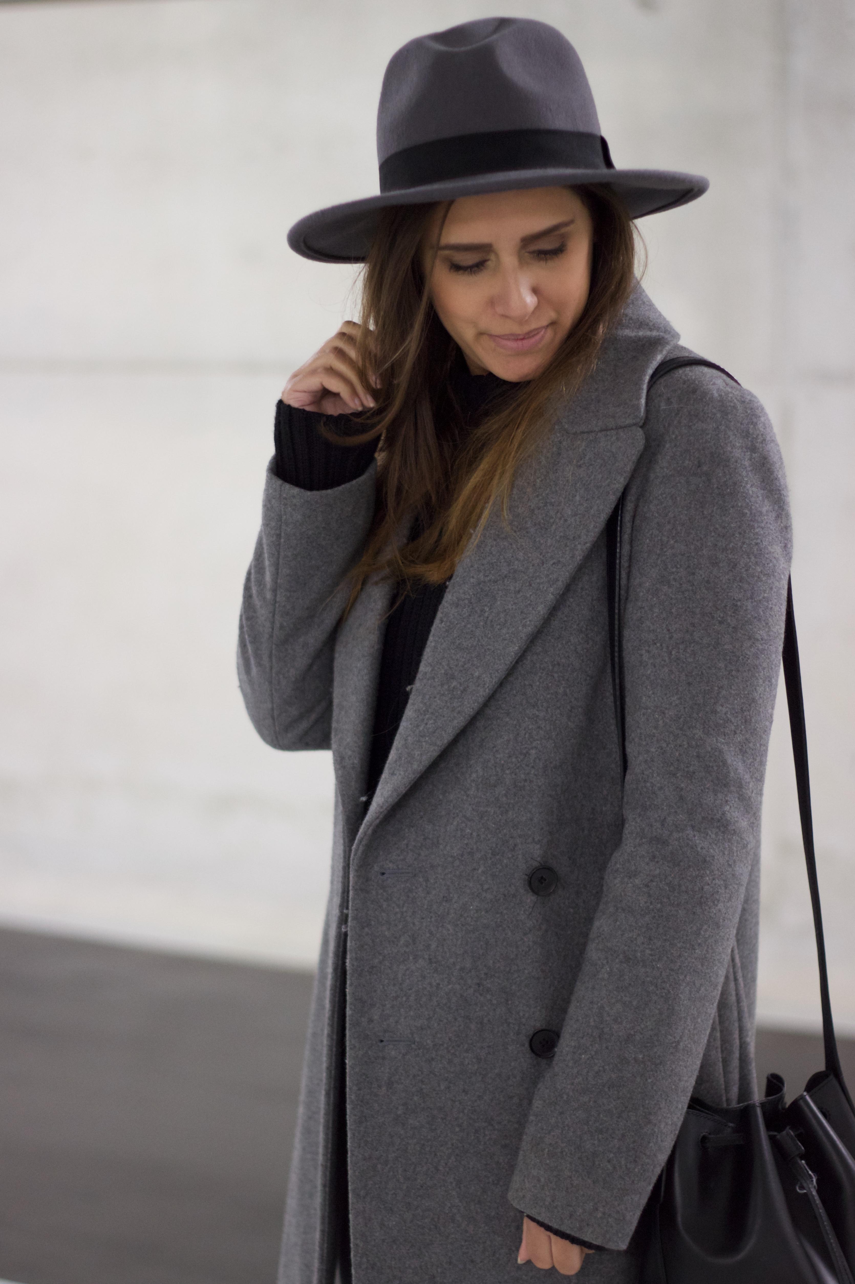 Monochrome-hat-wide-brim-grey-tone-tones