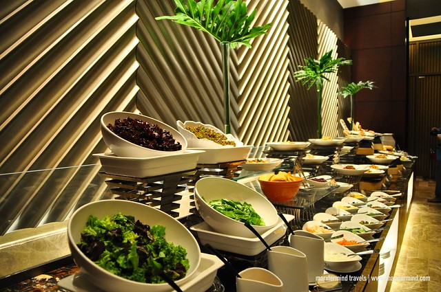 Dinner Buffet Cafe Eight Crimson Hotel Filinvest City