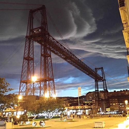 Puente Colgante al anochecer