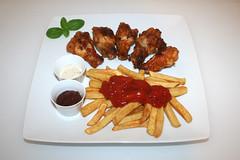 Chicken Wings & Pommes Frites - Serviert / Ser…
