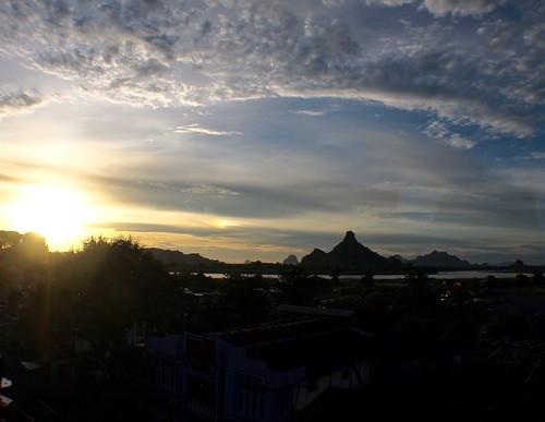 sunset dusk burma myanmar kayin hpaan