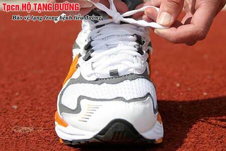 Một đôi giày phù hợp có ý nghĩa rất lớn với bệnh nhân tiểu đường
